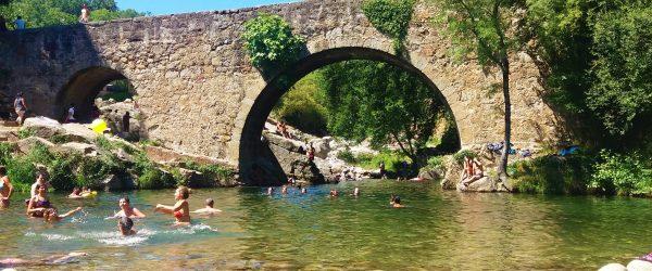 Puente en garganta de la Vera