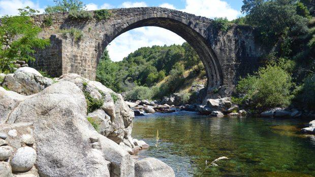 Puente sobre gargana de Alardos